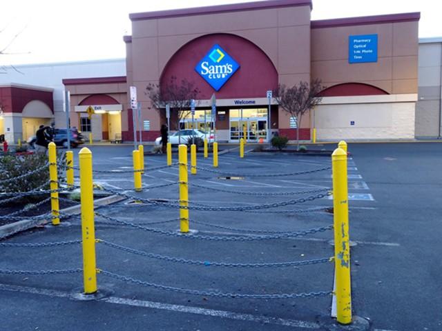 Walmart уволит 10 тысяч