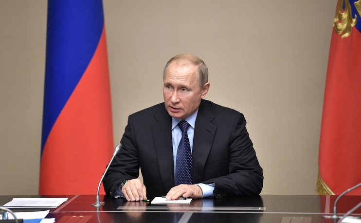 Путин продлил действие