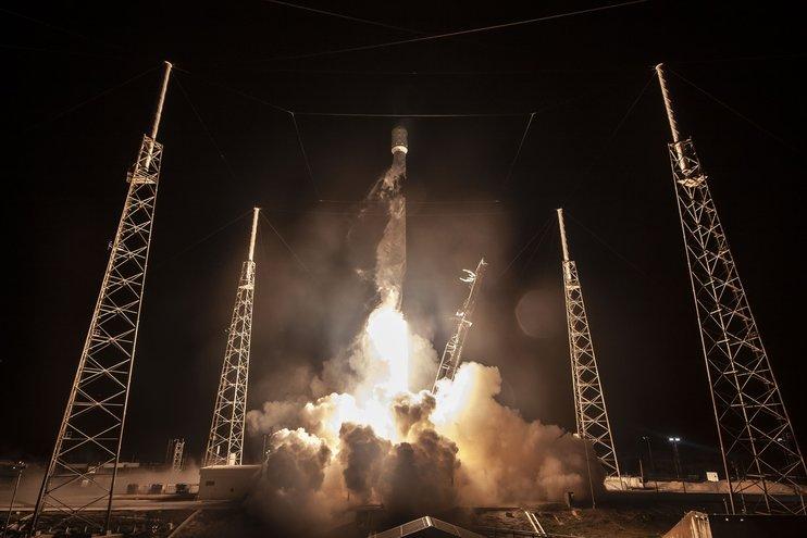 SpaceX вывела на орбиту