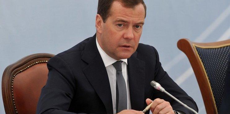 Медведев в прямом эфире обсудит достижение национальных целей развития
