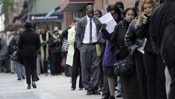 Число заявок на пособие по безработице в США подскочило еще более чем на 3 млн
