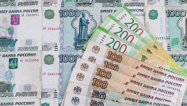 Рубль завершает месяц
